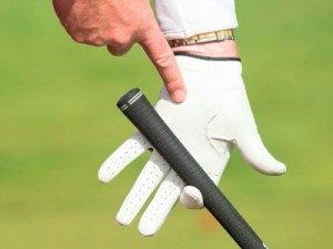 how to grip a putter